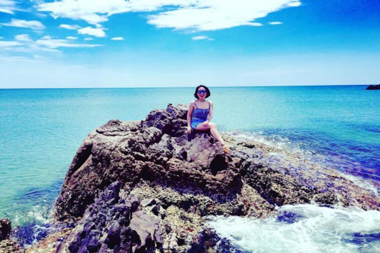 Bãi biển đá nhảy - Áng văn nào sánh được nét thơ của vùng biển này