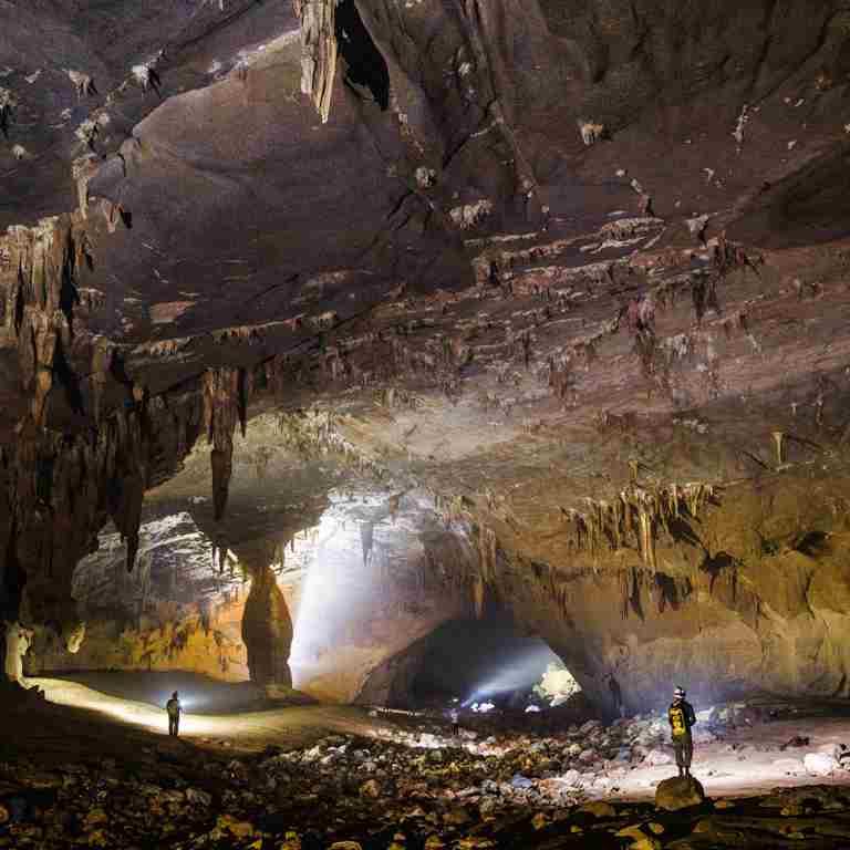 Trải nghiệm khác biệt tại hang Nước Nứt