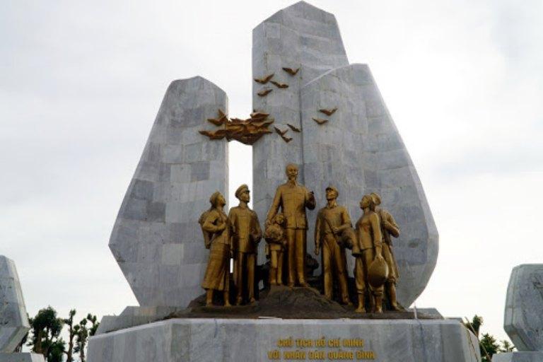 Đời đời nhớ ơn Người mỗi khi dạo quanh quảng trường Hồ Chí Minh