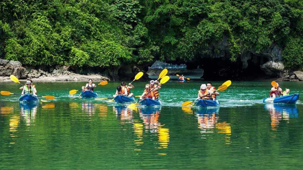 Thử thách chèo Kayak xuôi thác dài 1km