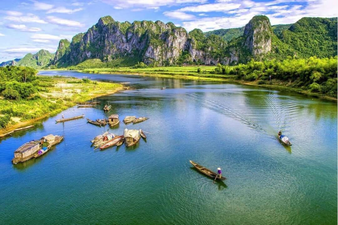 Cảnh sắc của Phong Nha tuyệt vời hơn tranh vẽ trong những tháng cao điểm của du lịch Quảng Bình