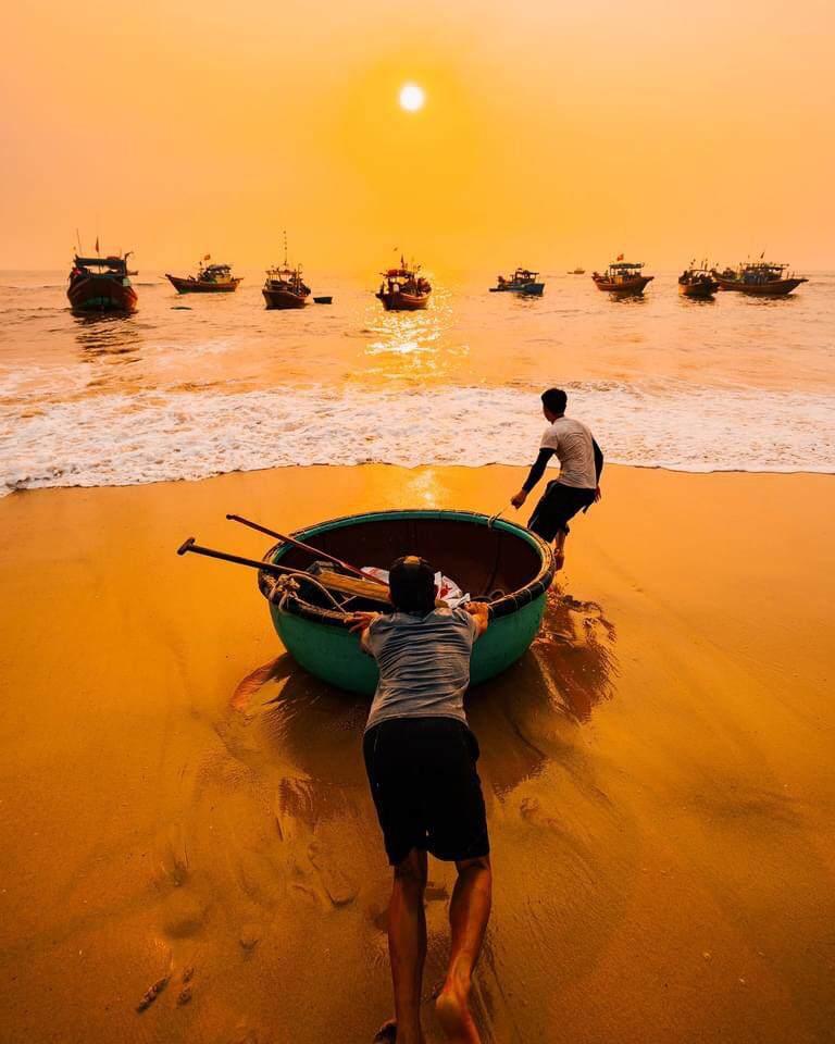 Một sáng sớm của ngư dân biển Quang Phú