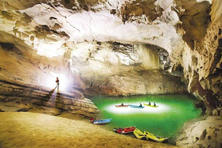 Khám phá Xuyên Sơn Hồ 4.5km trong động Phong Nha – loại hình du lịch mạo hiểm ấn tượng