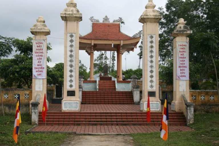 Mộ Lễ thành hầu Nguyễn Hữu Cảnh giản dị giữa đất trời Thác Ro, Lệ Thủy