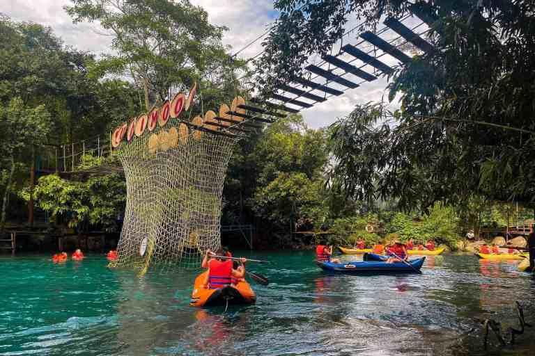 Nếu bạn thích cảm giác mạnh, ưa mạo hiểm thì có thể chèo thuyền Kayak, đua bơi, đu dây.