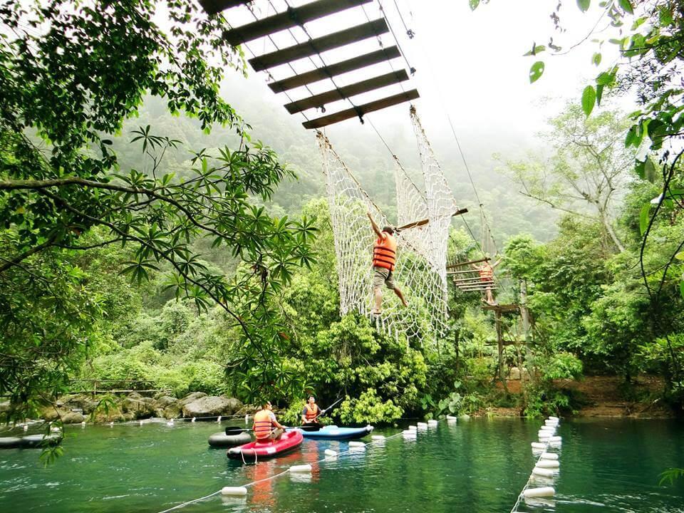 Thuê xe 16 chỗ tại Quảng Bình đi thăm suối nước Moọc
