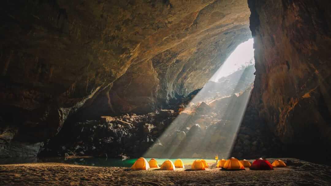Nghỉ và ngủ qua đêm tại hang Én