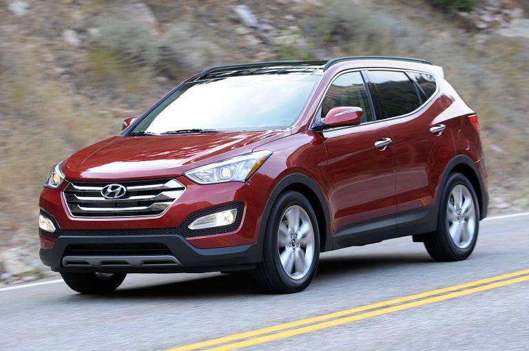 Thuê xe du lịch 7 chỗ Hyundai Santafe - Dòng xe được trang bị 2 loại động cơ xăng hoặc động cơ dầu,phục vụ nhu cầu của du khách