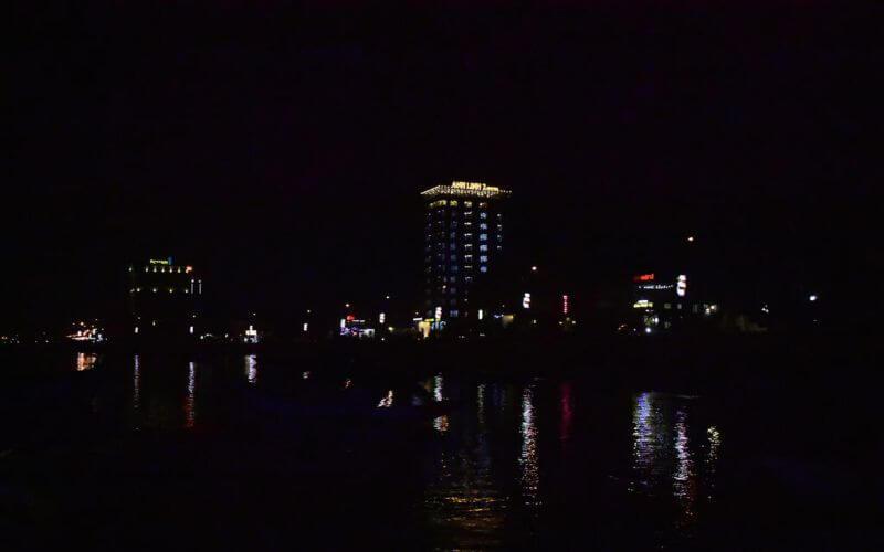 khách sạn Anh Linh 2 Quảng Bình nổi bật khi đêm về tại Nhật Lệ