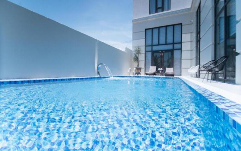 Bể bơi ngoài trời tại khách sạn Phương Bắc