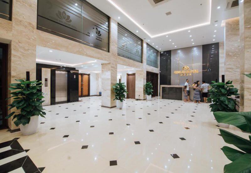 Sảnh lễ tân tại Khách sạn Phương Bắc luxury Quảng Bình