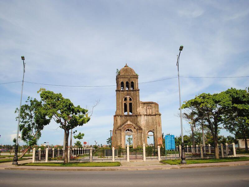 nhà thờ tam tòa Đồng Hới cách khách sạn vĩnh hoàng khoảng 1,5 km