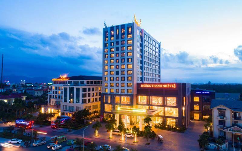 Khách sạn Mường Thanh Quảng Bình nổi bật khi về đêm