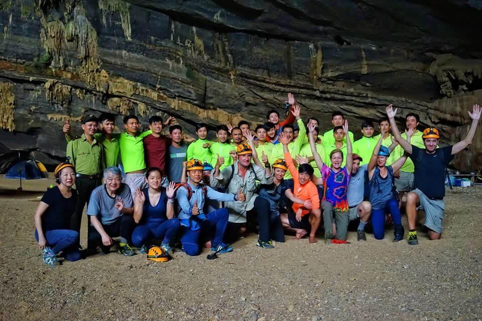 Muốn tham quan hang, bạn cần tuân thủ nội quy, quy tắc an toàn và bảo vệ môi trường đã được phổ biến kỹ trước tour
