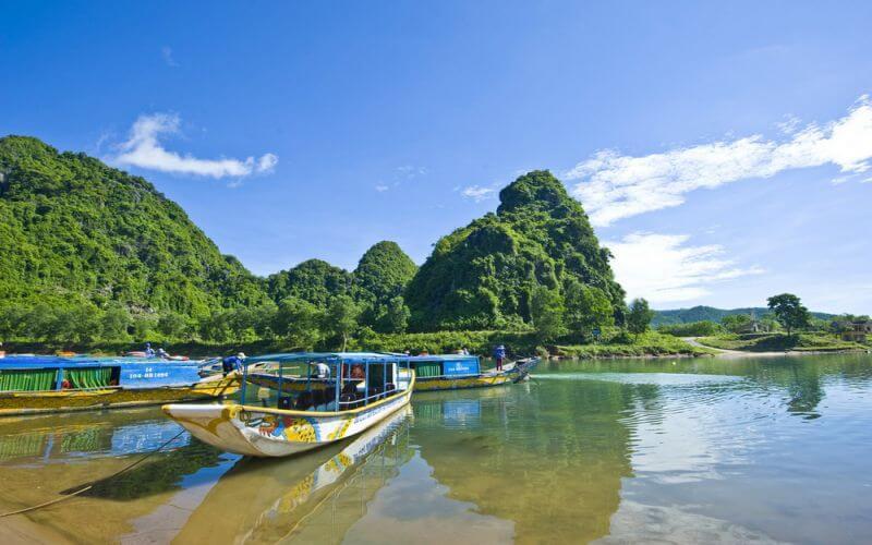 Thuê xe 4 chỗ tự lái tiện lợi đi thăm thú vẻ đẹp của Quảng Bình