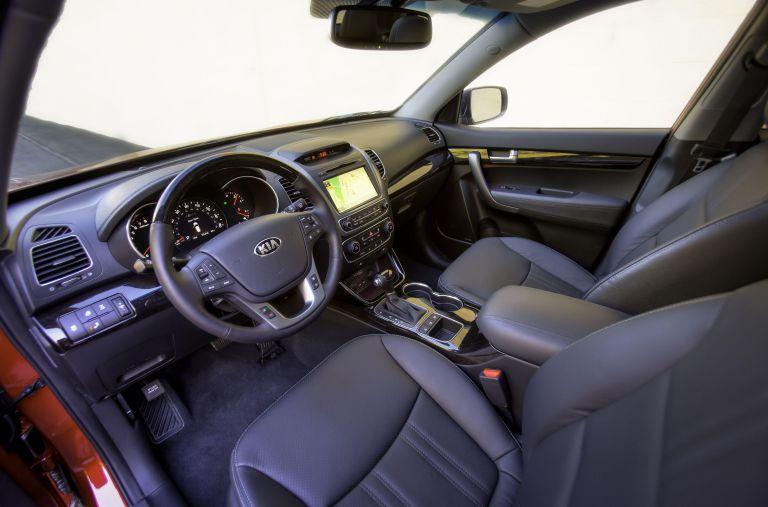 Nội thất xe Kia Sorento sang trọng với hàng ghế ngồi hiện đại, thông minh, thoải mái