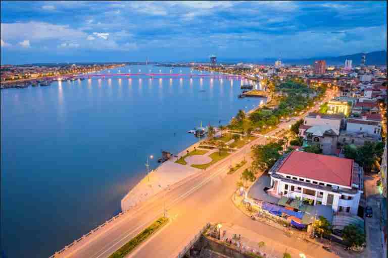 Thuê xe 7 chỗ để khám phá hết vẻ đẹp của vùng đất du lịch Quảng Bình