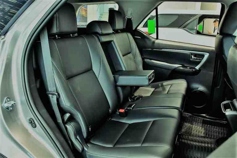Kiểm tra nội thất khi thuê xe Fortuner để đảm bảo tiện nghi, thoải mái cho bạn và gia đình trong quá trình di chuyển