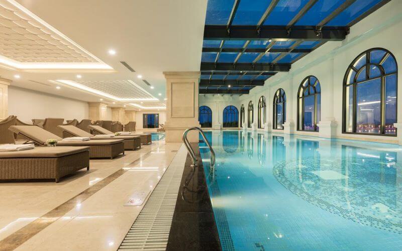 Bể bơi 4 mùa tại khách sạn Vinpearl Quảng Bình