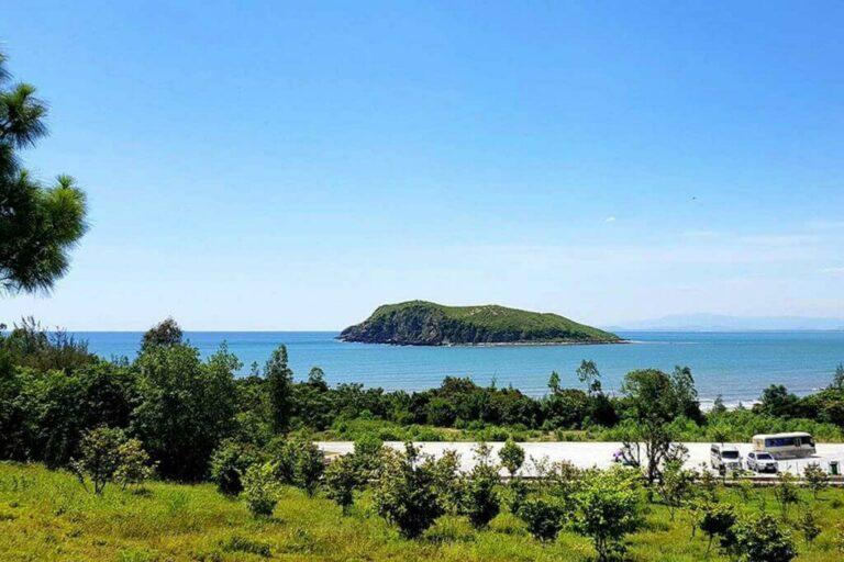 Vũng Chùa Đảo Yến nằm chung trong vịnh Hòn La