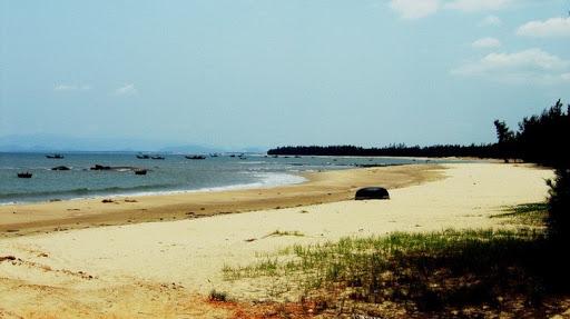 Biển Vũng Chùa vẫn giữ được nét hoang sơ