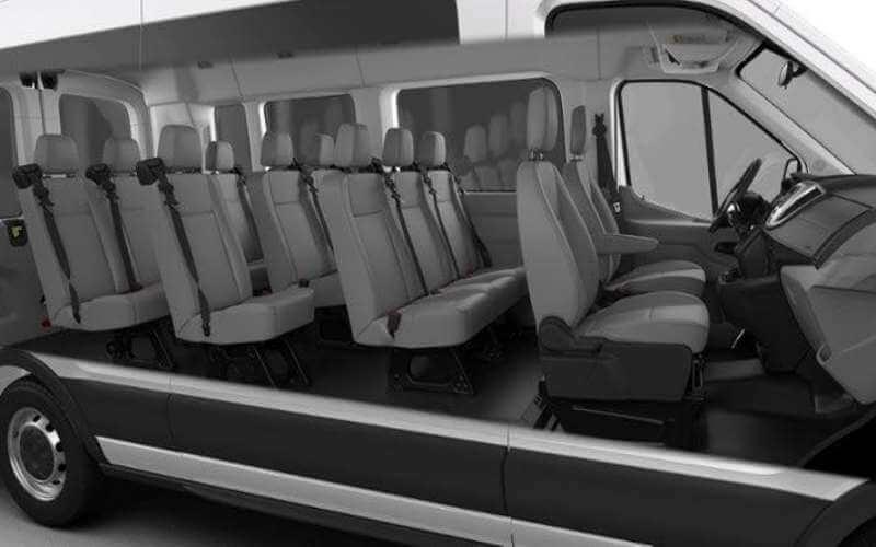 Nội thất xe Ford Transit 16 chỗ được trang bị đầy đủ, tiện nghi với thiết kế thông minh