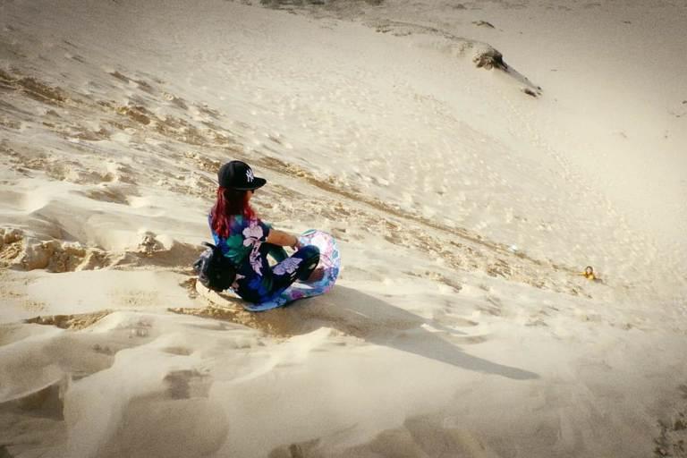 Trải nghiệm trượt ván tại đồi cát ở Quảng Bình