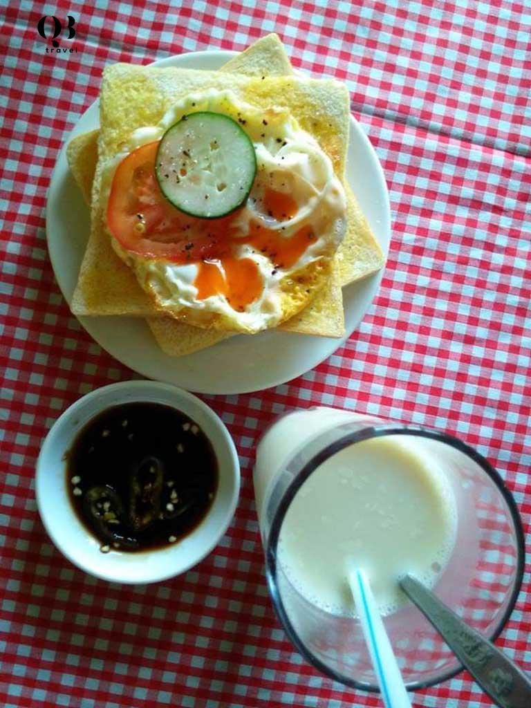 Các món ăn vặt ở Ki ốt Dâu đơn giản nhưng được nhiều người ưa thích
