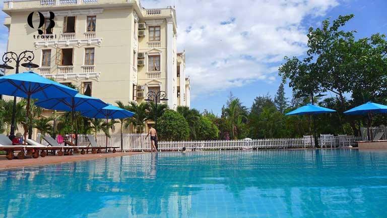 Bể bơi ngoài trời tại khách sạn