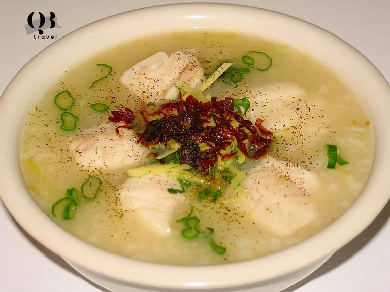 Đặc sản cháo cá Bàu Sen, Lệ Thủy thơm ngon, nóng hổi