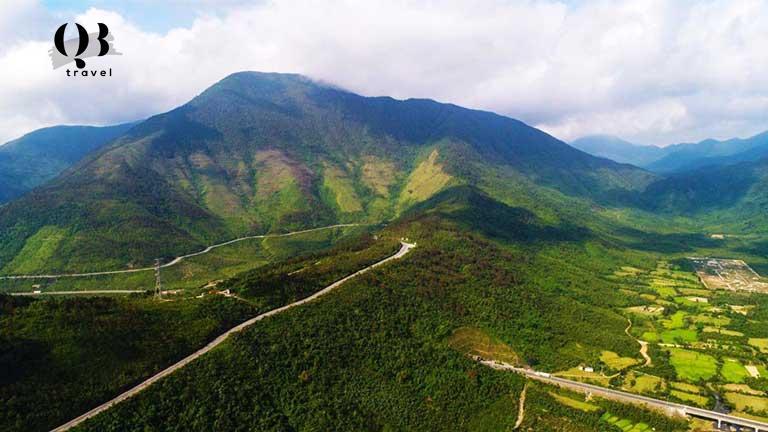 Bức tranh núi rừng hùng vĩ trước mắt của đèo Ngang
