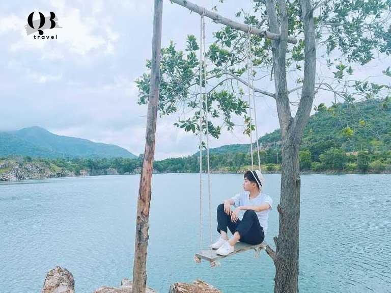 Hồ Bàu Tró là địa điểm check-in cực chất tại Đồng Hới cho những ai đam mê chụp ảnh