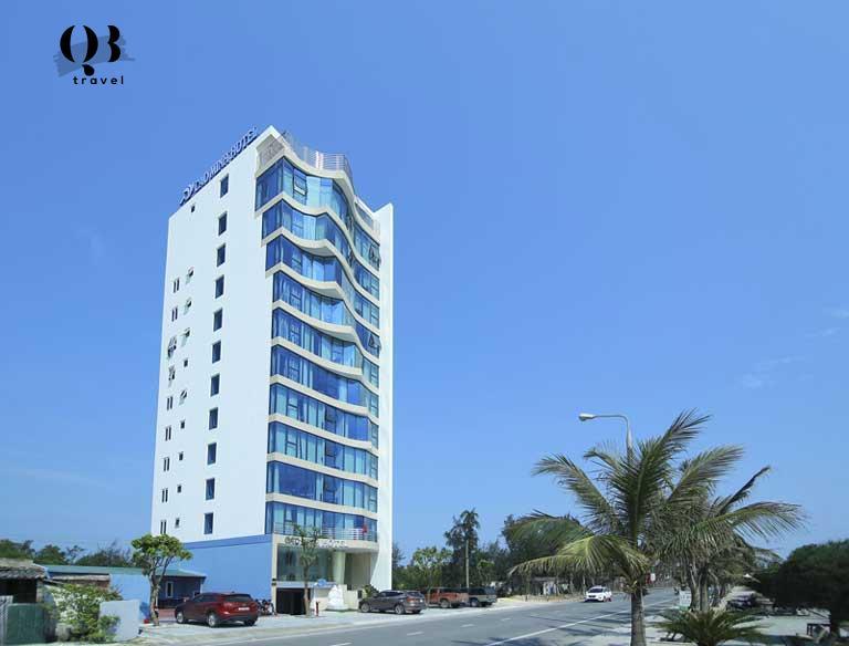 Khách sạn nằm ngay tại trung tâm bãi tắm biển Nhật Lệ