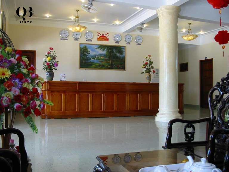 Quầy lễ tân của khách sạn Ban Mai Quảng Bình