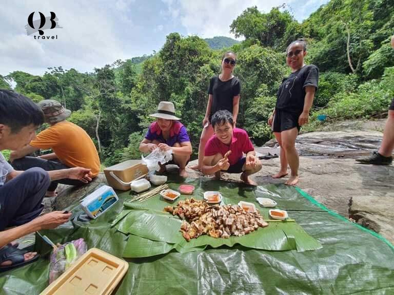 Địa điểm ưa thích cho các bạn trẻ cắm trại, ăn uống tại Hồ Thác Chuối, Quảng Bình
