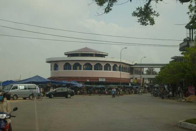 Chợ Đồng Hới nằm ở khu vực giao thông rất thuận tiện