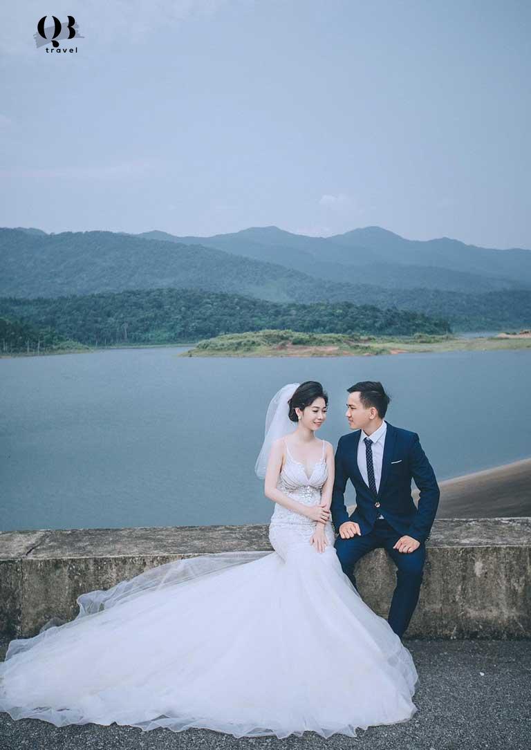 Nhiều bạn lại muốn lưu giữ bức hình cưới của mình ở địa điểm du lịch mới này