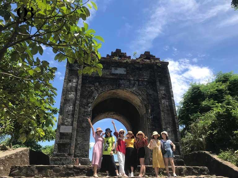 Cổng trời Đèo Ngang - Hoành Sơn Quan giờ đây đã trở thành điểm du lịch rất được du khách quan tâm khi tới Quảng Bình