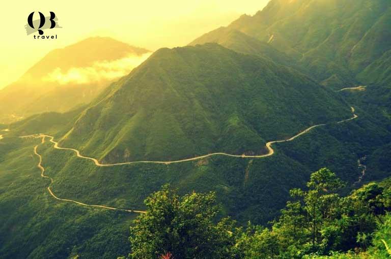Một góc chụp miêu tả sự to lớn và hùng vỹ của Đèo Ngang