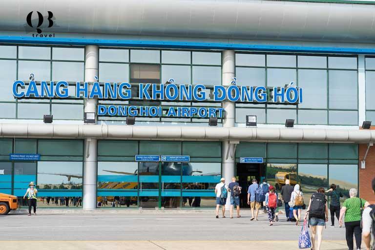 Di chuyển từ sân bay Đồng Hới vào trung tâm thành phố mất 15-20 phút tùy vào loại phương tiện