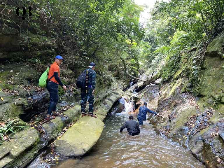 Trải nghiệm trekking ở Khe Nước Trong