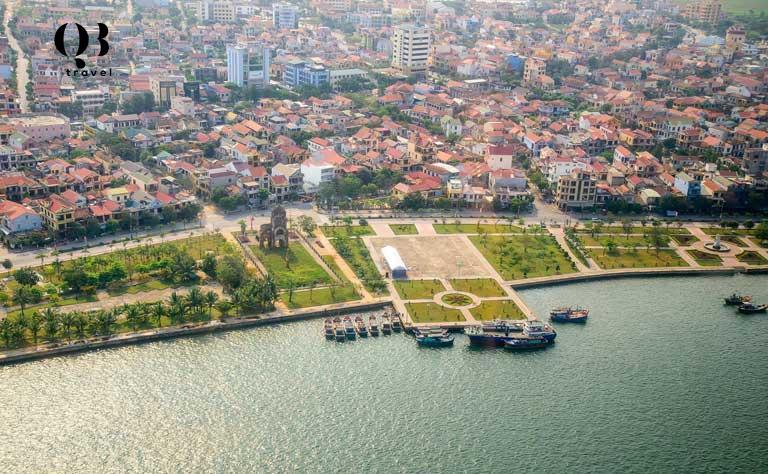 """Đồng Hới được coi là """"trái tim"""" của tỉnh Quảng Bình và luôn là sự lựa chọn hàng đầu của du khách khi đi du lịch Quảng Bình"""