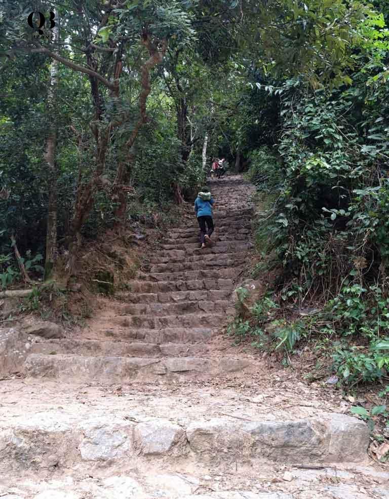 Đường lên núi Thần Đinh - chùa Kim Phong