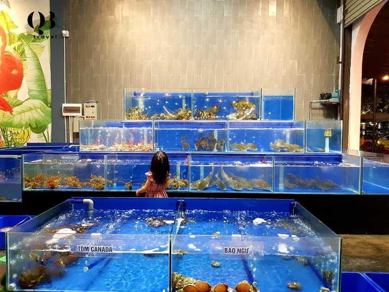 Tự chọn hải sản tươi sống trực tiếp tại nhà hàng Lá Cọ Beach Flamigo Quảng Bình