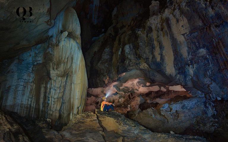 Vẻ đẹp Hang Chà Lòi với những khối thạch nhũ nguyên sơ, hình thù đa dạng