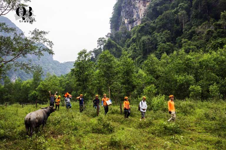 Để đến được Hang Chà Lòi du khách phải đi bộ đoạn đường dài đến 10km