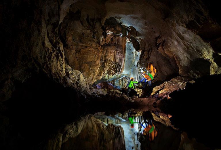 Vẻ đẹp Hang Chà Lòi Quảng Bình với những khối thạch nhũ, măng đá muôn hình vạn trạng