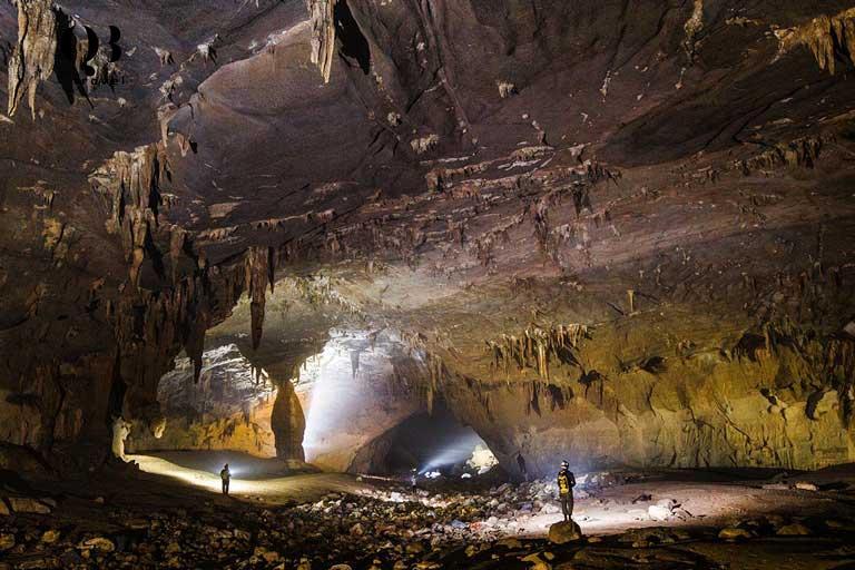 Hang Nước Nứt sở hữu vẻ đẹp độc đáo là địa điểm du lịch khám phá lý tưởng, phù hợp với mọi đối tượng