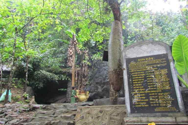 Khu di tích Hang Tám Cô thuộc hệ thống di tích Đường Hồ Chí Minh huyền thoại và được xếp hạng di tích lịch sử cấp Quốc gi