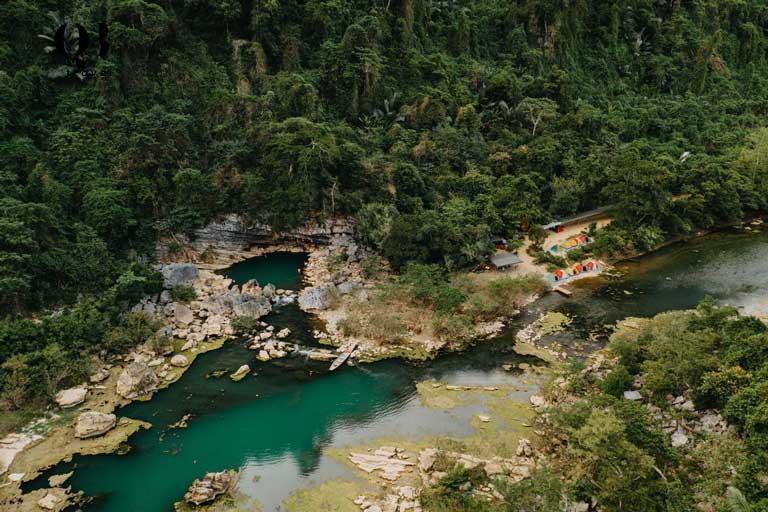 Du khách được trải nghiệm cắm trại ở những nơi có khung cảnh thiên nhiên thơ mộng khi đi du lịch phượt đến Hang Tiên